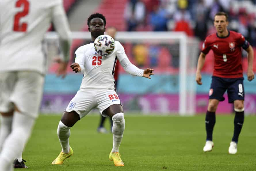 Bukayo Saka controls the ball during England's victory over the Czech Republic.