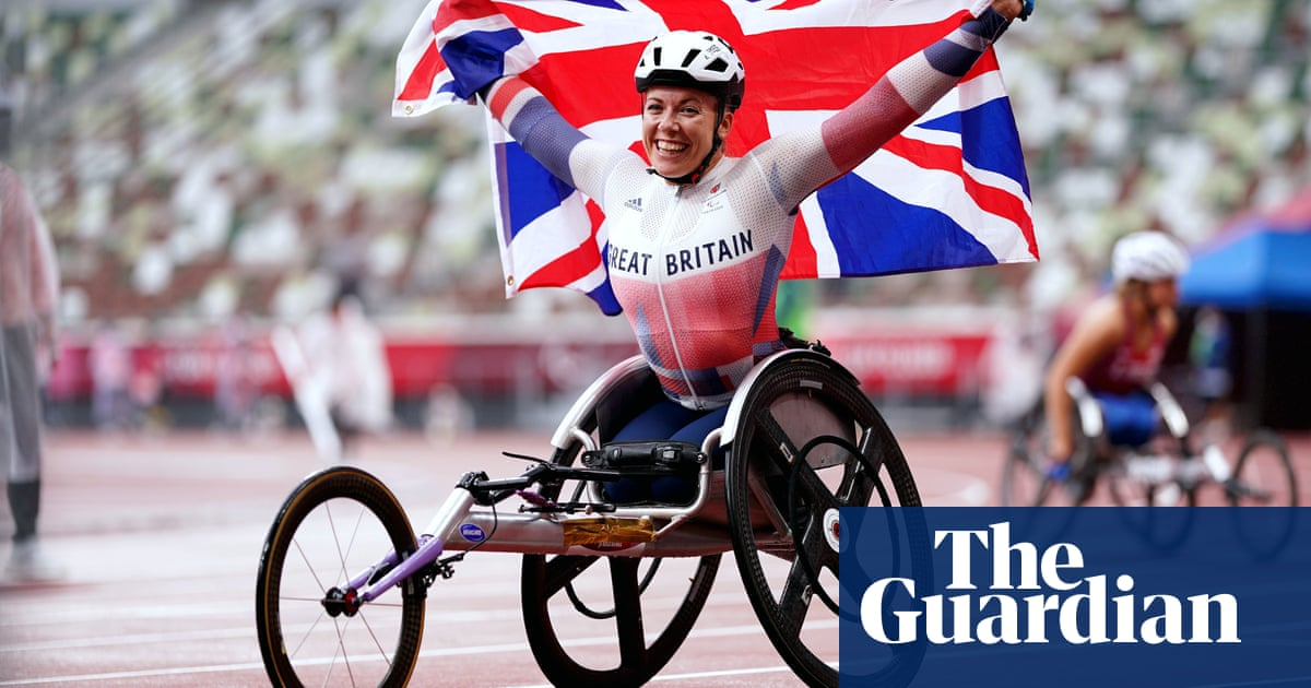 Hannah Cockroft races to second Tokyo gold medal in T34 800m