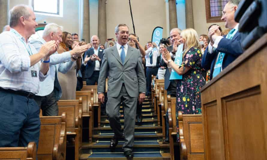 Brexit party leader Nigel Farage (C) prepares to make a speech in London on 27 August