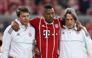 Boateng, leaves the field as well.