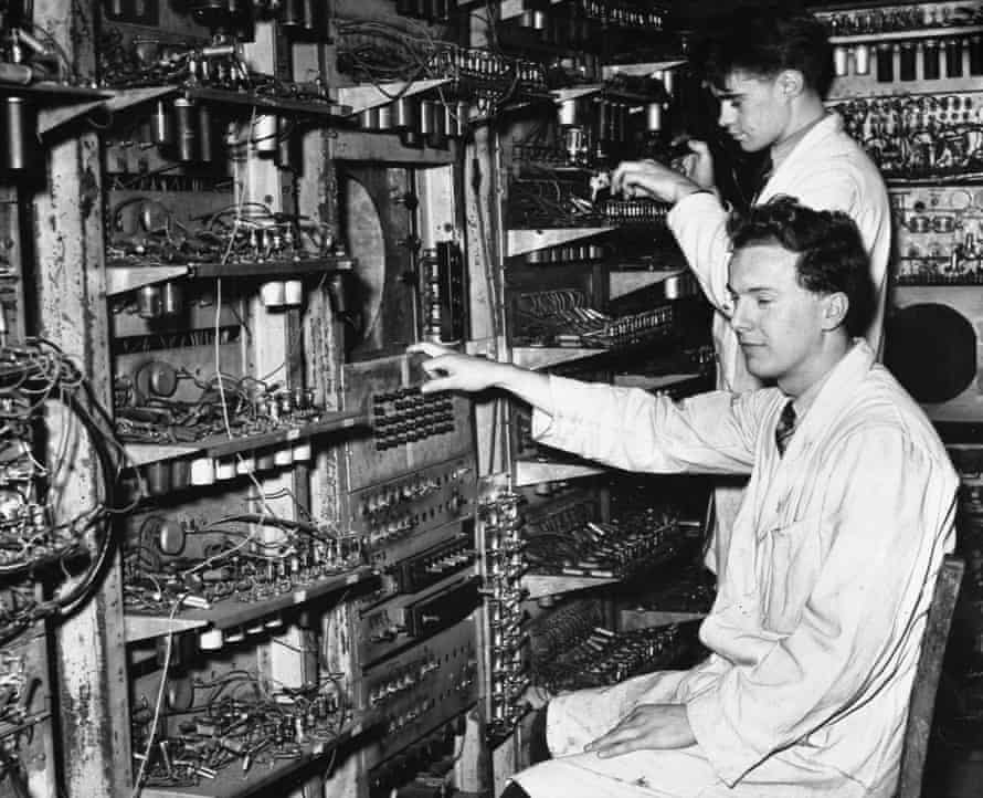 Dai Edwards, left, in 1949 at the console of the Manchester Mark I computer. Behind Dai is GE (Tommy) Thomas, another research student.