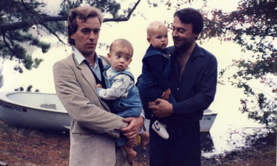 Amis with his son Louis and Hitchens with his son Alexander at Cape Cod in 1985.