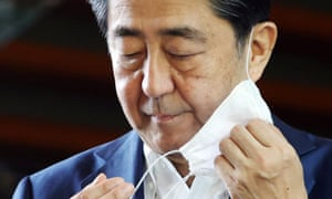 Japanese Prime Minister Shinzo Abe takes off his face mask upon his arrival at the prime minister's official residence in Tokyo, Japan, 24 August 2020.
