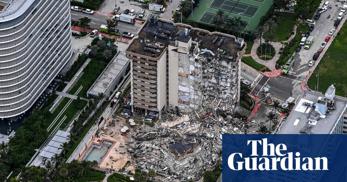 Huge rescue operation after Miami building collapse
