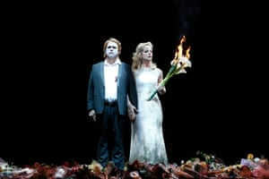 Stefan Vinke as Siegfried and Lise Londstrom as Brünnhilde
