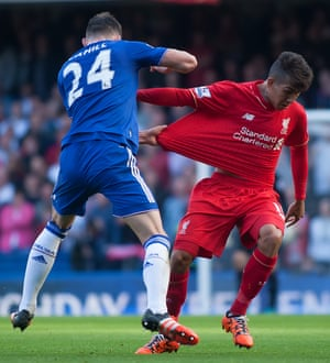 Gary Cahill tugs the shirt of Liverpool's Roberto Firmino.