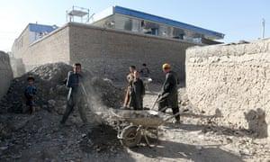 Children working inside Charahi Qambar.