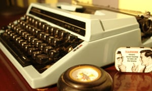 A typewriter on a desk, in close up, in the 1940s detective room that is part of the HintHunt Escape Game in London.