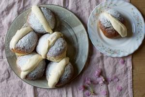 Split decision: white chocolate, cream-filled brioche buns.