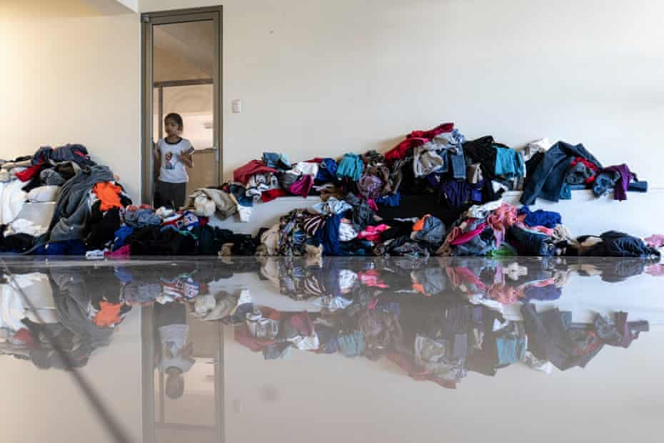 Food and second-hand clothing from the US are distributed to Nicaraguan refugees at this refugee center in San José