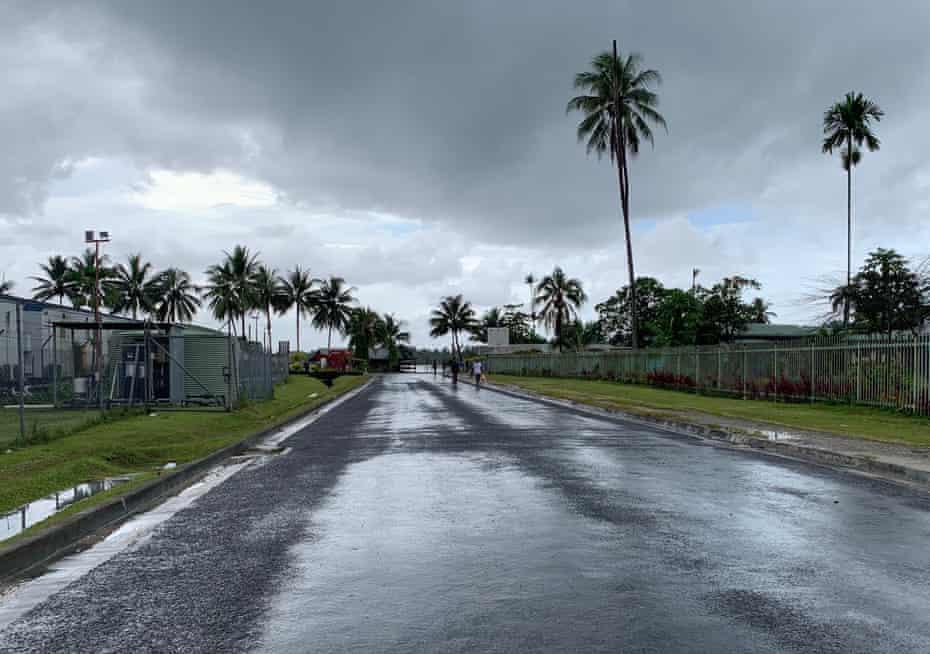 A street in Lorengau.