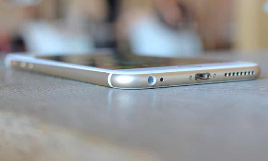 iPhone 6S Plus review corner