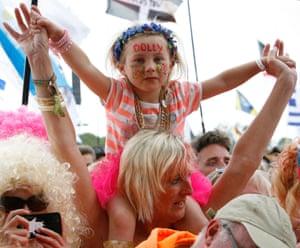 Dolly parton fans. Pyramid stage, Glastonbury 2014.
