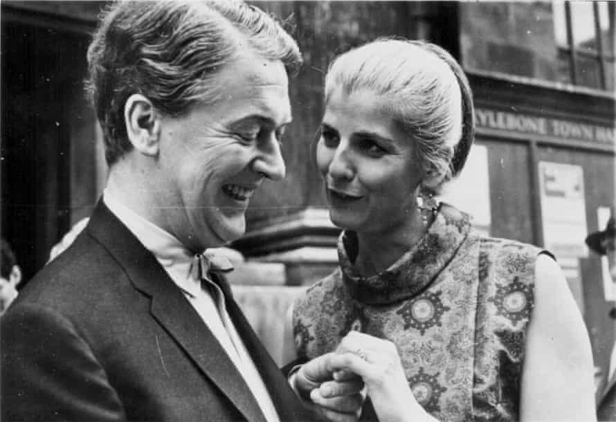 Kingsley Amis And Elizabeth Jane Howard getting married at Marylebone register office in London, 30 June 1965.