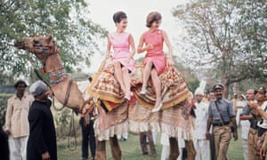 Lee Radziwill and Jackie Kennedy in Karachi in 1962.