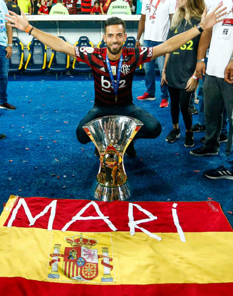 Pablo Marí poses with the trophy after winning the Brasileirão title with Flamengo in 2019.