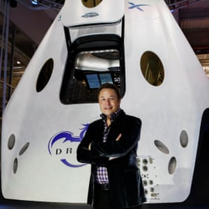 Musk unveils the Dragon V2 space taxi in 2014