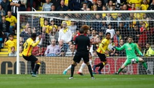 Capoue scores the opener.