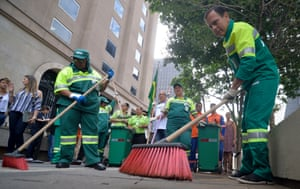 João Dória sweeps the streets to promote his city clean-up campaign.