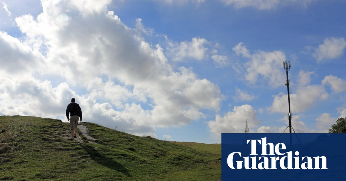 Mobile phone masts in rural England to be up to 20% taller in rules shakeup