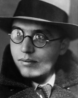 Kurt Weill photographed in 1930 by Lotte Jacobi.