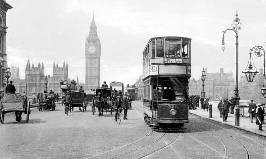 A tram on Westminster Bridge in 1910.