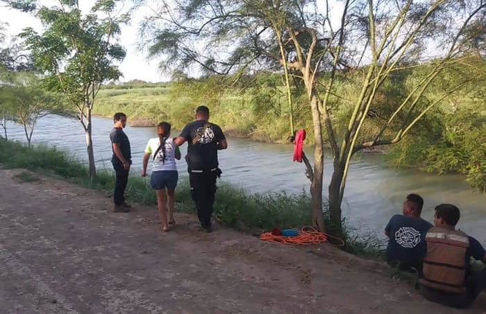 Shocking photo of drowned father and daughter highlights