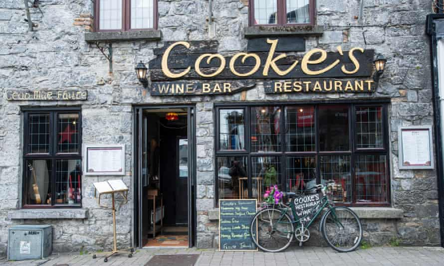 Cooke's Pub, Galway, County Galway, Republic of Ireland, Europe.
