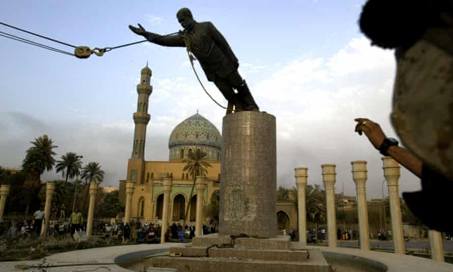 Saddam Hussein statue being toppled