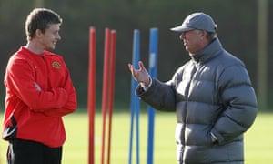 Ole Gunnar Solskjaer talks to Alex Ferguson at Manchester United training in 2007.