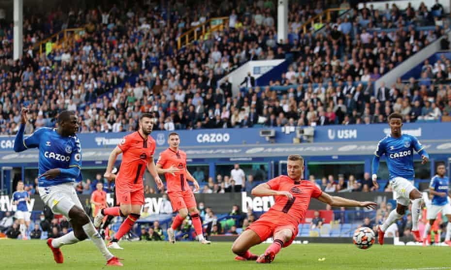 Abdoulaye Doucouré scores Everton's second goal against Norwich.