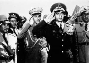 Shah returns to Iran