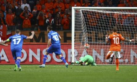 Iceland''s Gylfi Sigurðsson scores against Holland