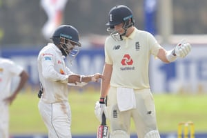 Joe Root inquires about the condition of Kusal Mendis after he was hit by the ball.
