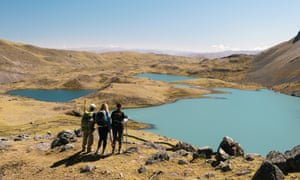 Hikers looking at lake, Ausangate, Willkanuta mountain range, Andes, Peru