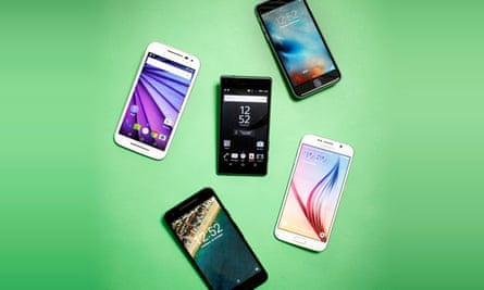 Top left: Motorola Moto G; top right: Apple iPhone 6S; centre: Sony Xperia Z5 Compact; bottom left: Google Nexus 5X; bottom right: Samsung Galaxy S6.