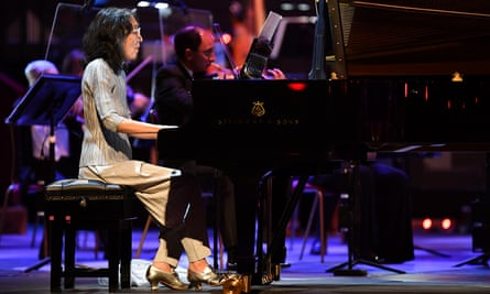 Pianist Mitsuko Uchida and the London Symphony Orchestra live from the Royal Albert Hall, conducted by Simon Rattle.