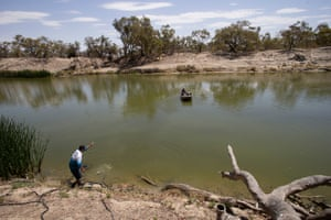 Department of Primary Industries workers install aerators in the Darling River
