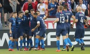 Christian Pulisic celebrates his goal with teammates