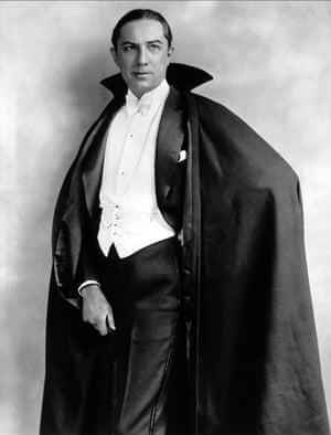 Bela Lugosi in Dracula (1931).