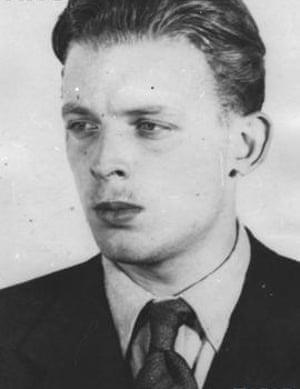 black and white headshot of Aleksander Tarnawski taken in about 1943