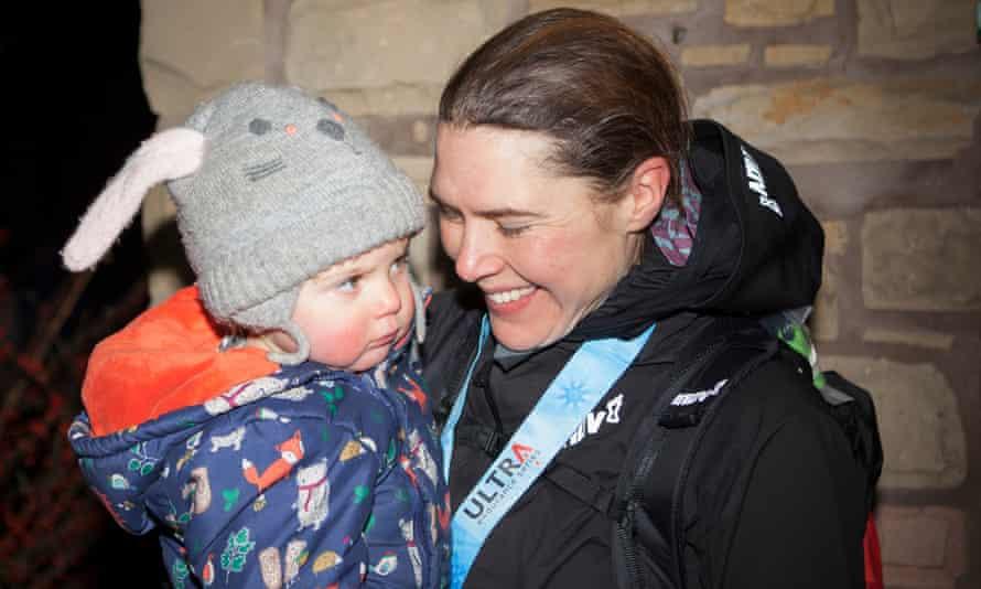Jasmin Paris with daughter Rowan after winning the 2019 Spine Race.