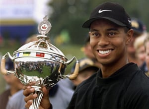 Tiger Woods hoists the Bell Canadian Open trophy after winning the PGA event in Oakville, Ontario in September 2000.
