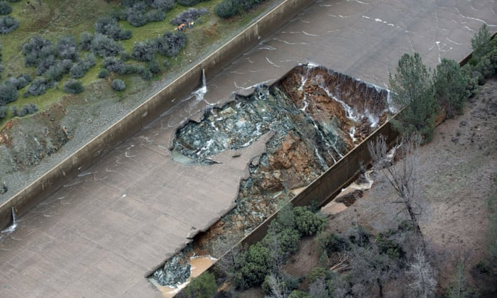Lake Oroville dam: emergency staff race to fix spillway before more