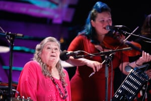 Norma Waterson sings at the BBC folk awards, backed by daughter Eliza Carthy.