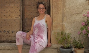 Dale Berning-Sawa has a go at tie-dyeing her clothes with wine.