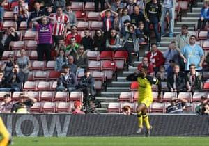 Sunderland fans react after Darren Bent scores.