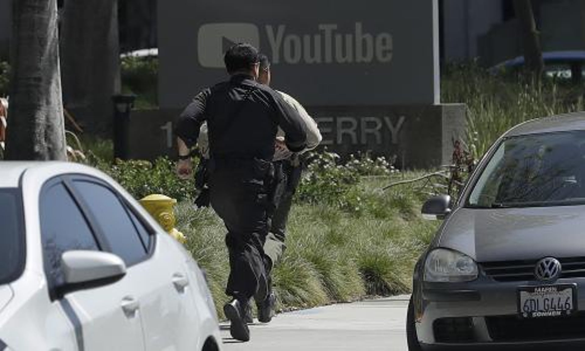 YouTube shooting: at least three injured and female suspect dead in ...