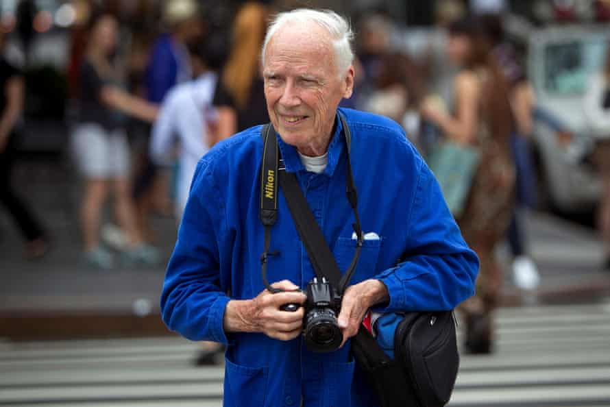 Bill Cunningham crosses the street after taking photos during New York Fashion Week in the Manhattan borough of New YorkNew York Times photographer Bill Cunningham crosses the street after taking photos during New York Fashion Week in the Manhattan borough of New York September 6, 2014. REUTERS/Carlo Allegri/File Photo