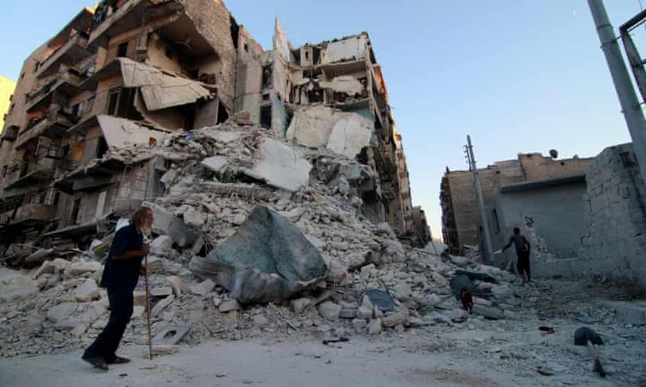 Syrian elderly man suffers civil war's destruction